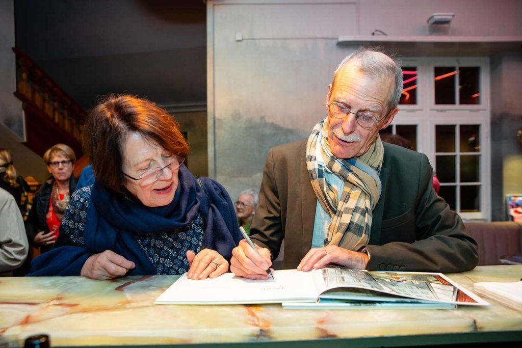 Hannes Minder signiert Bücher