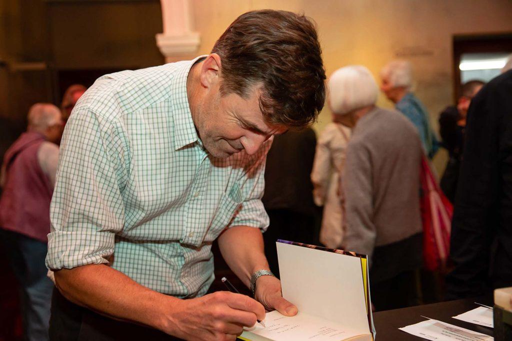 Peter Stamm signiert Bücher