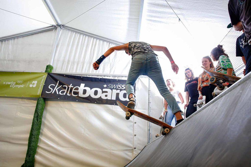 Skateboarder auf der Rampe