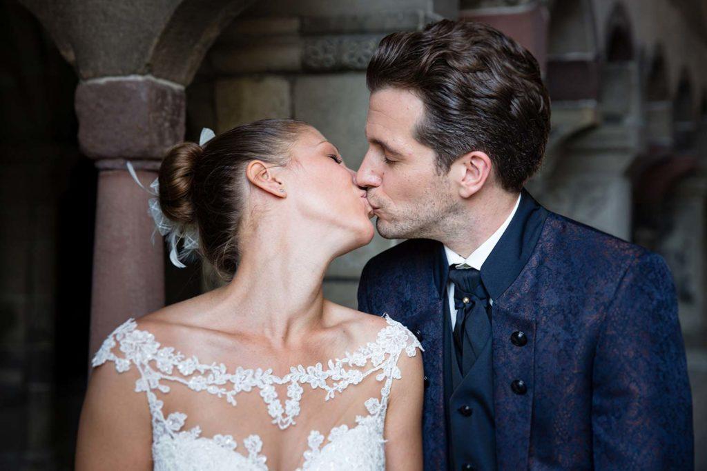 Hochzeitskuss nach der Ziviltrauung in Zürich