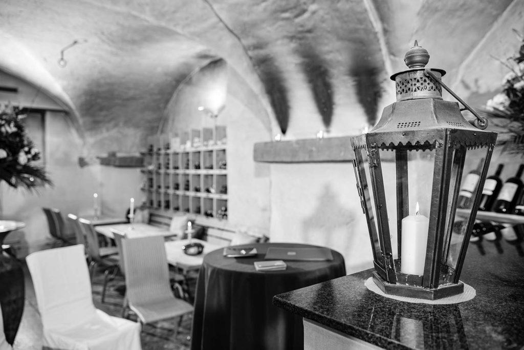 Foto in der Weinschenke, Ziviltrauungen