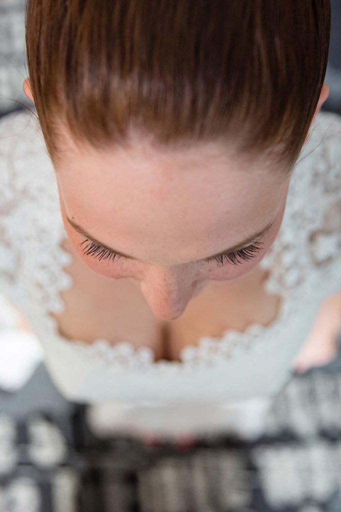 Braut mit Sommersprossen