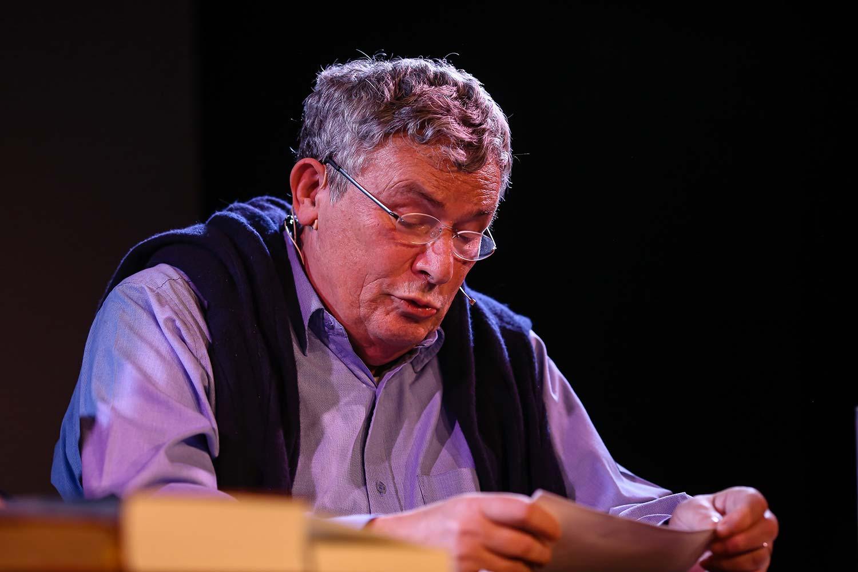 Charles Lewinski liest vor